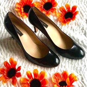 Ann Taylor black leather round tie career pumps